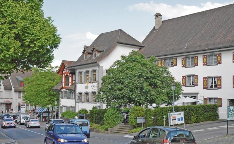 Kreuzplatz 1965 und 2015