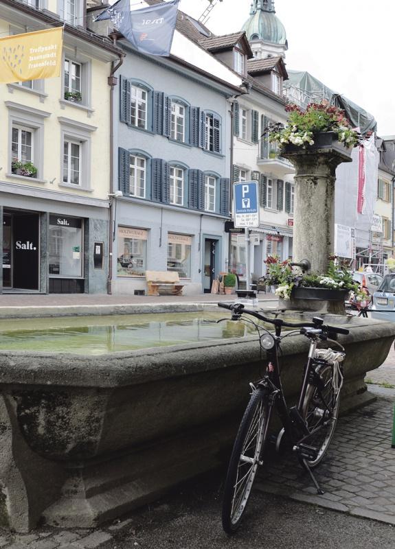 Der Brunnen in der Freien Strasse 1906 und 2016