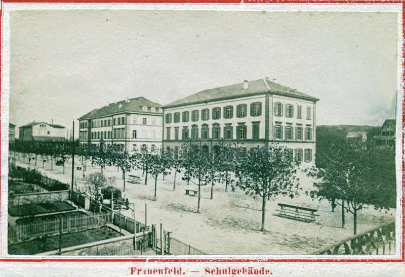 Paradebauten an der Promenade