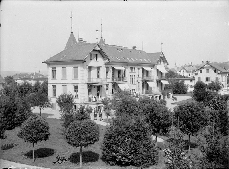 Spital oder Pflegeheim – ein architektonischer Fixpunkt auf der Ergaten